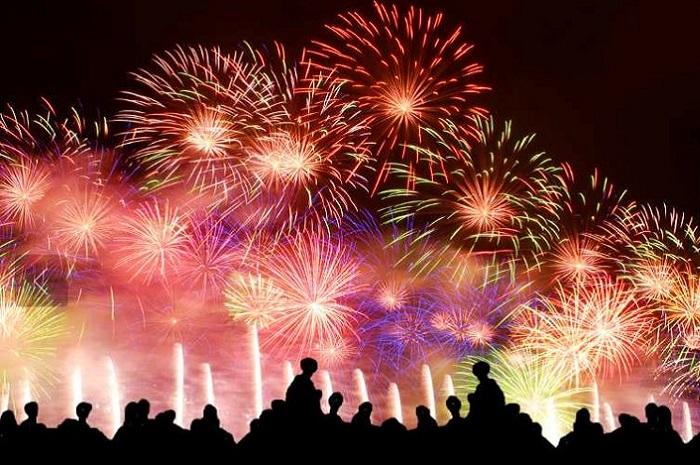 Fireworks at Rogny les 7 écluses